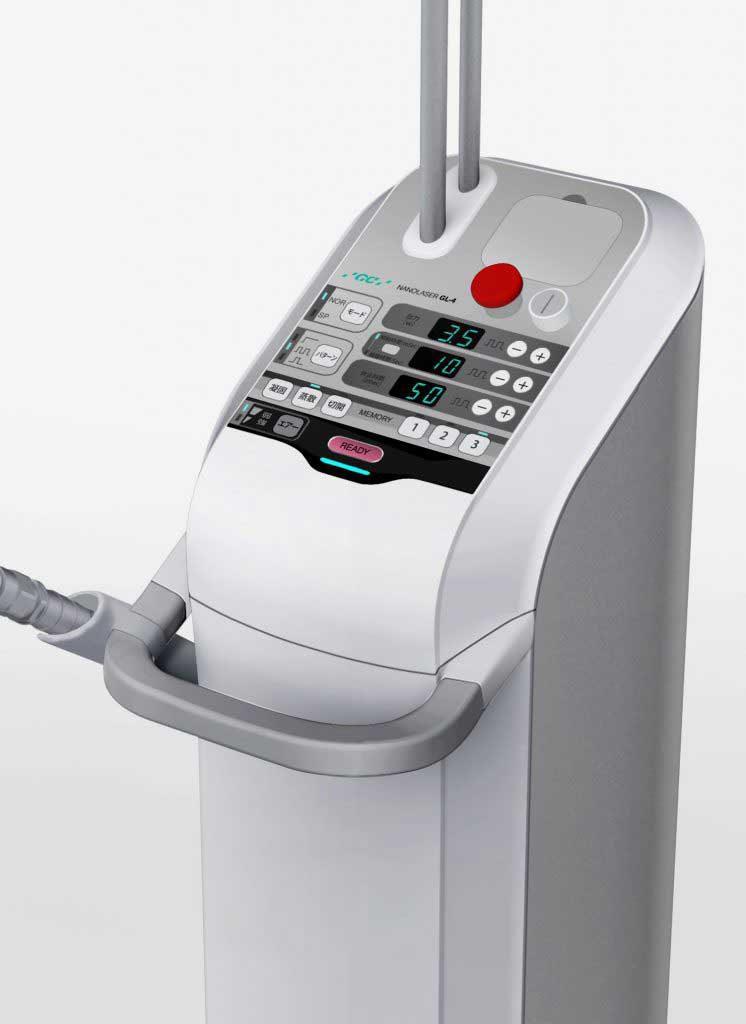 歯科・口腔外科_レーザー治療機_アタッチメント収納付き_安全操作を重視したコントロールパネル_機能美